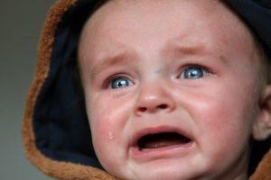 angstig jong klein kind