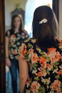 https://personapraktijk.nl/behandel-methoden/cognitieve-gedragstherapie/jonge vrouw met negatieve kernovertuiging