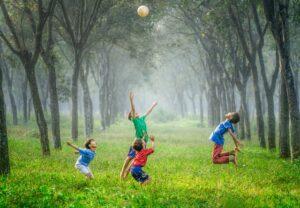 personapraktijk.nl/blog/door lichaamswerk wordt je rijk en voel je wat er toe doet/spelende kinderen.
